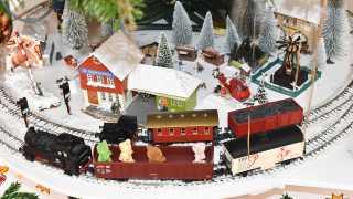 l_bgl-fotoaktion-weihnachtsbahn-um-den-tannenbaum-und-pyramide BGL - Unter unserm Dach - Das Beste, was uns passieren konnte